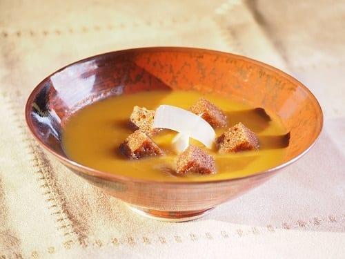 Soupe velouté de potiron dés de pain d'epic Caramélisés