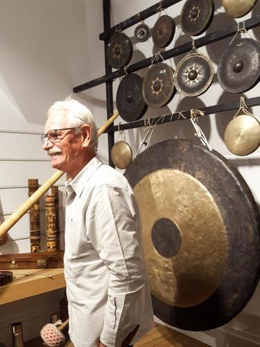 yann arthus bertrand et ses instruments de musique
