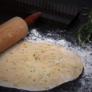 Pâte brisée à l'huile d'olive et au romarin