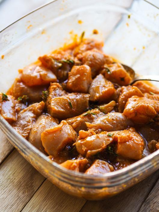 blancs de poulet dans la marinade pour le bbq