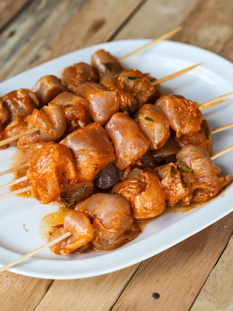 brochettes de blanc de poulet mariné