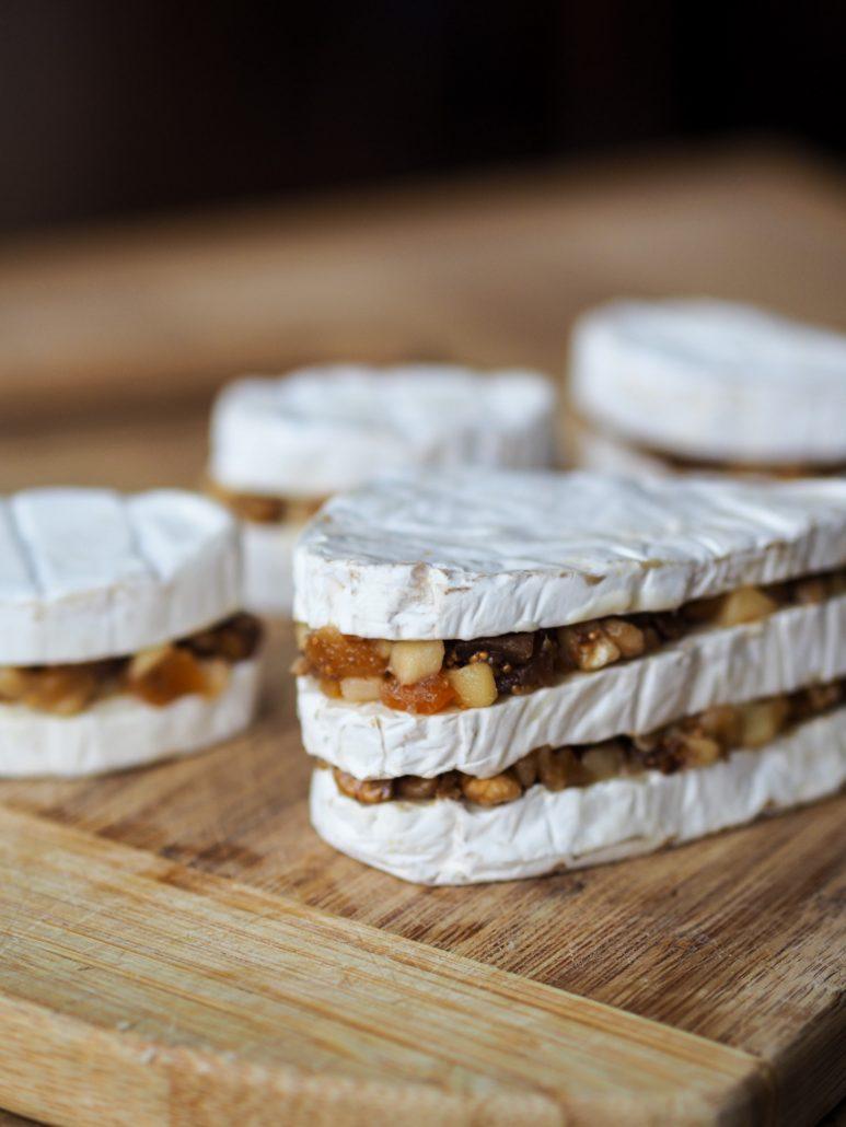fromage caprice des dieux garni avec fruits secs et pomme