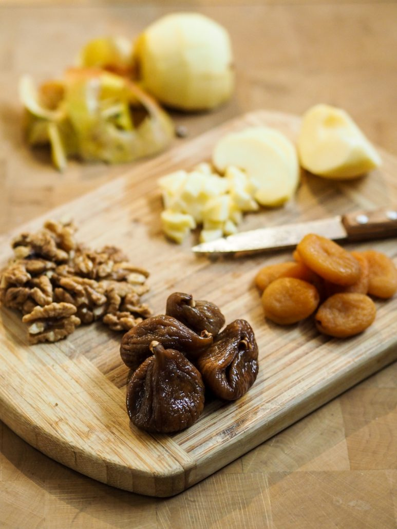 pomme et fruits secs abricot figue noix