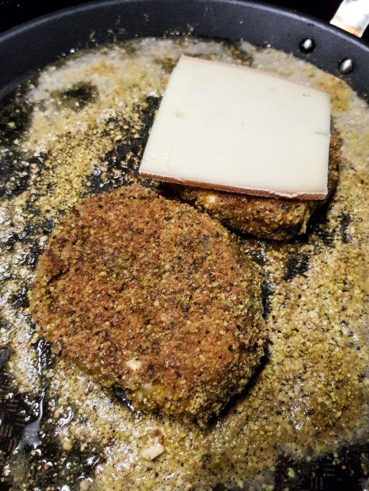 blancs de poulet panés avec de la poudre de pistache