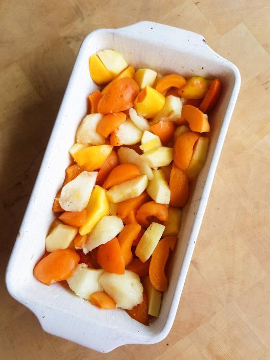 fruits d'été abricot pèche et brugnon