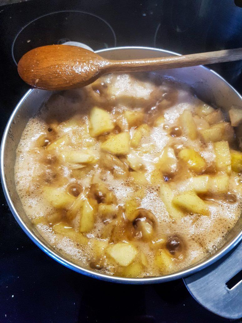 compote de pomme applesauce with cinnamon