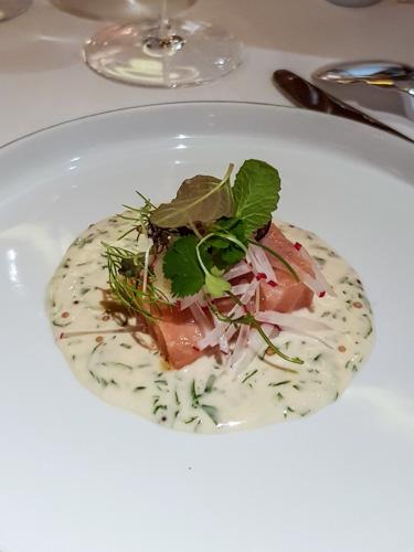 Plat saumon restaurant étoilé Pierre Gagnaire Paris