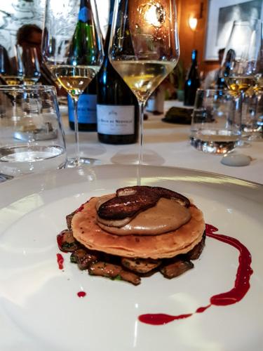 Dégustation es champagnes grand cru Le Brun de Neuville chez Pierre Gagnaire tarte aux cèpes