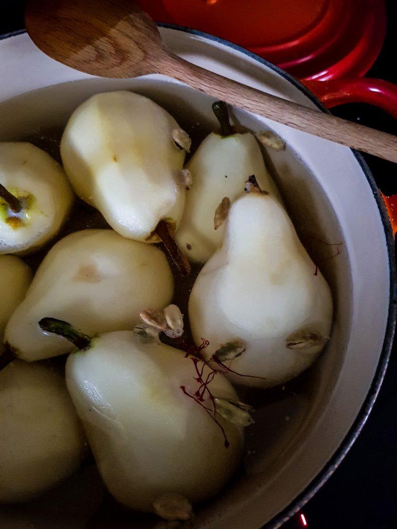 ajouter la cardamone et les pistils de safran
