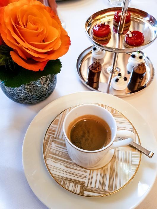 café en fin de repas chez Taillevent Paris