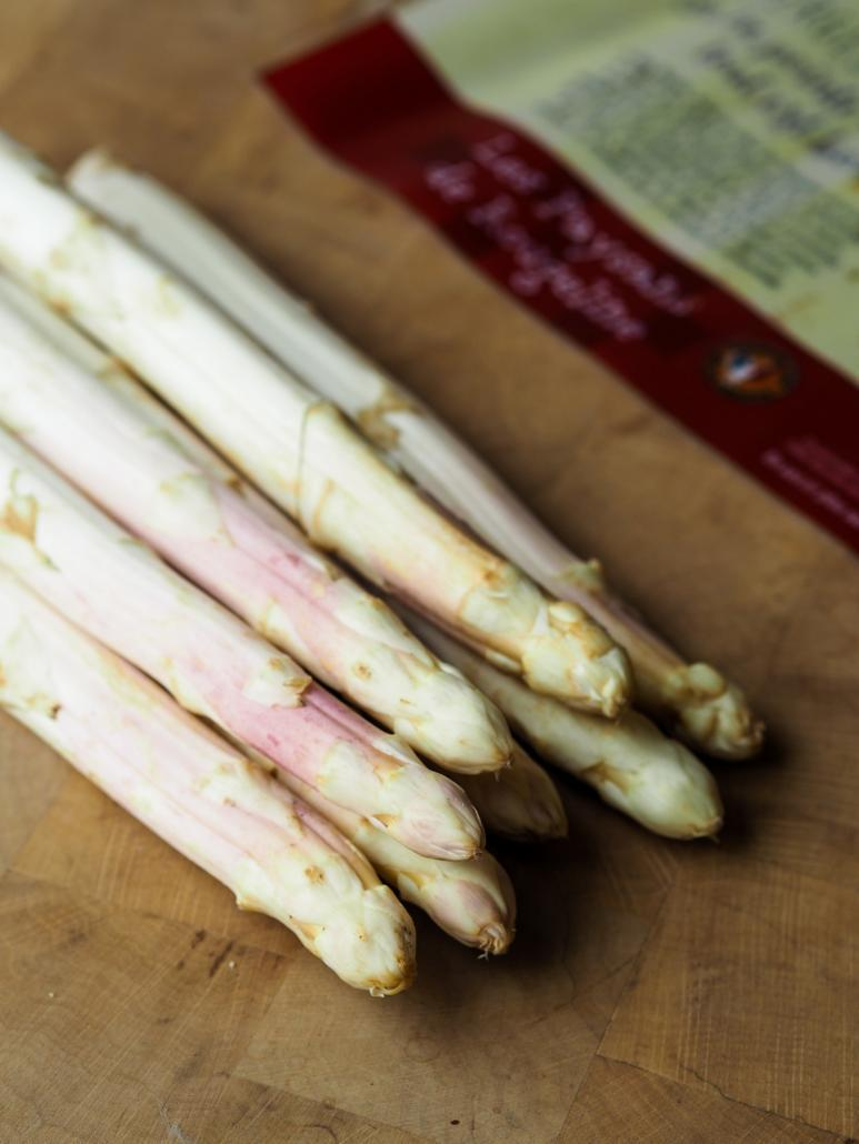 asperges blanche saison au printemps