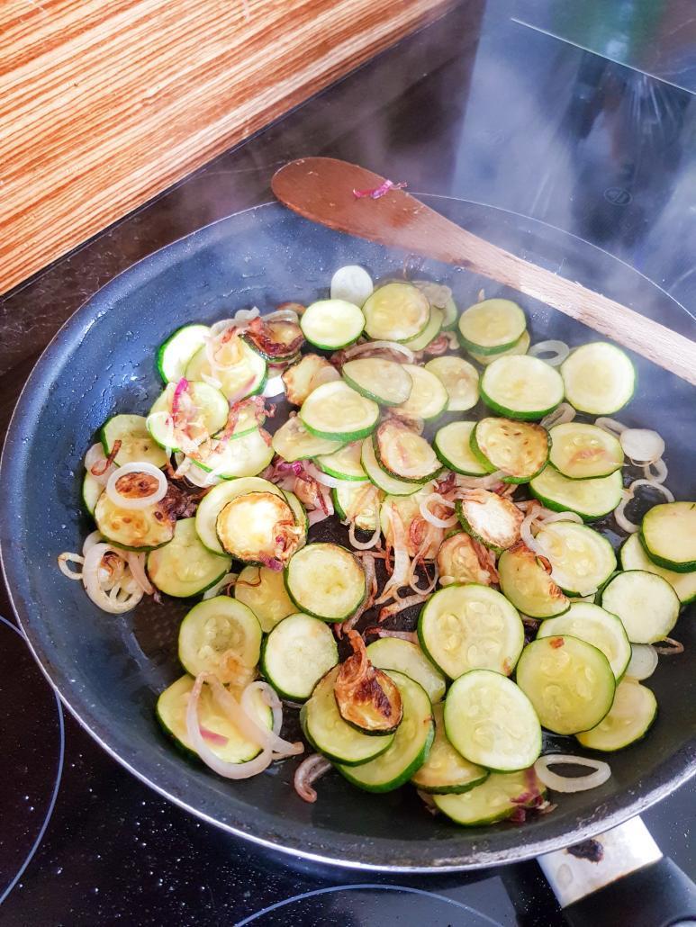 courgettes poêlées avec de l'huile d'olive