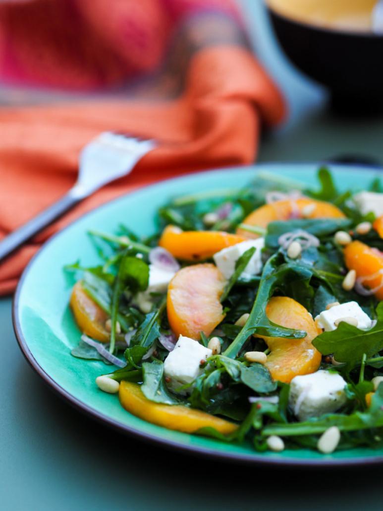 salade sucré-salée avec pêches ou nectarines et feta