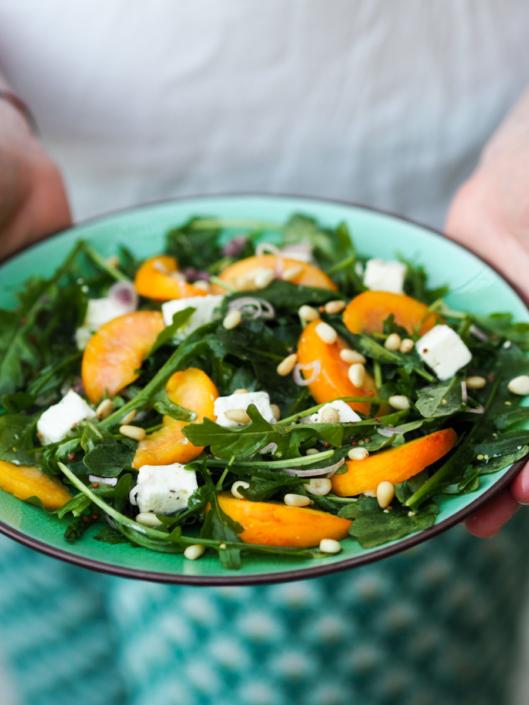 proposer une salade fraîche en été