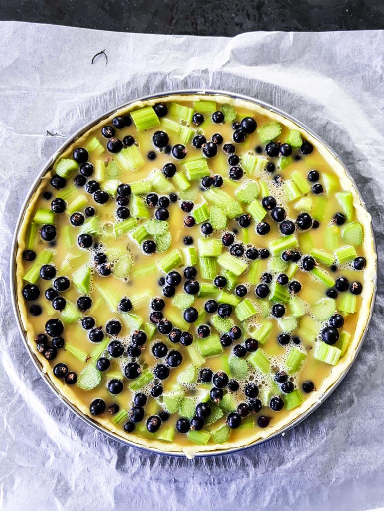 préparation d'une tarte aux fruits