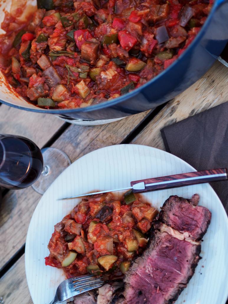 ratatouille avec une côte de bœuf au BBQ