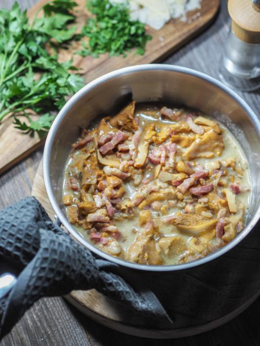 une belle poêllée de champignons aux lardons et à la crème
