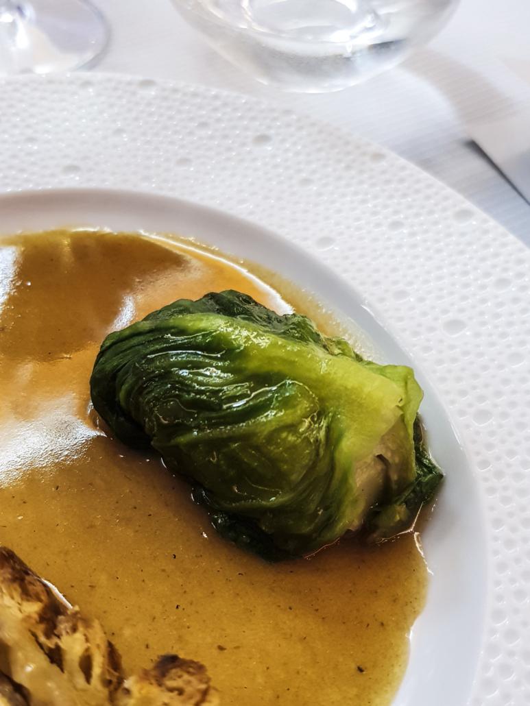 laitue braisée une base en cuisine française