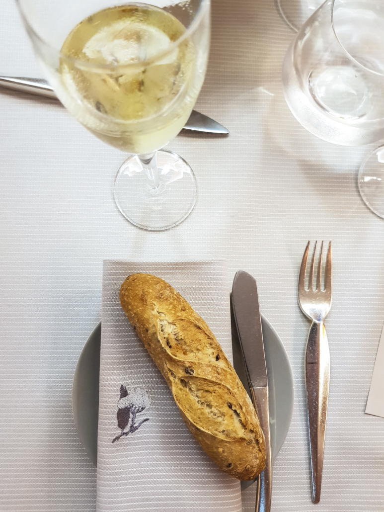 Baguette individuelle aux graines et champagne