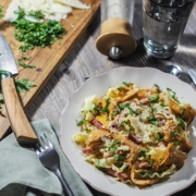 pâtes aux girolles poellées, lardons et parmesan