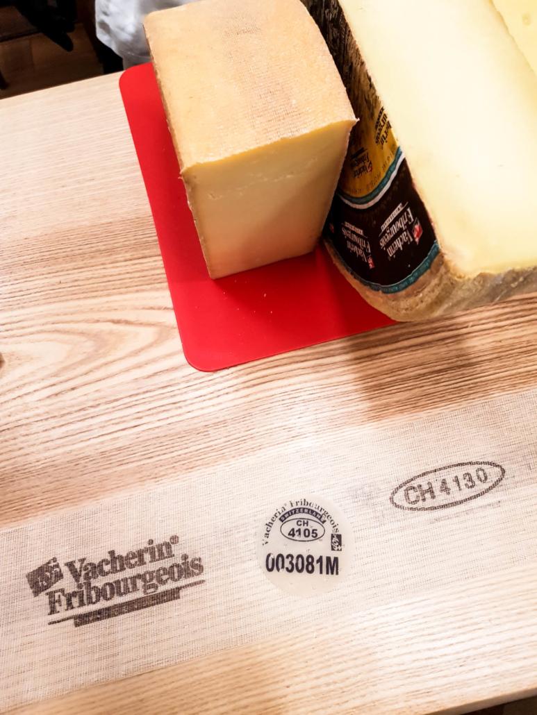 marquage garantissant le dégustation Vacherin fribourgeois AOP