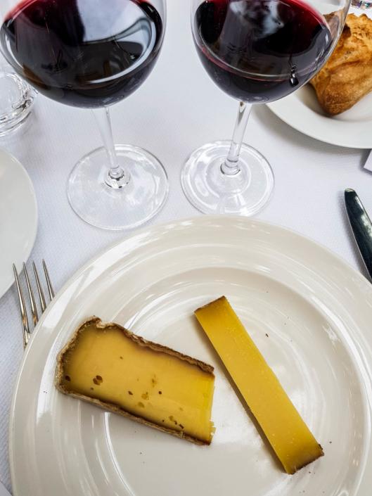 degustation de fromage Comté et Tomme de Savoie