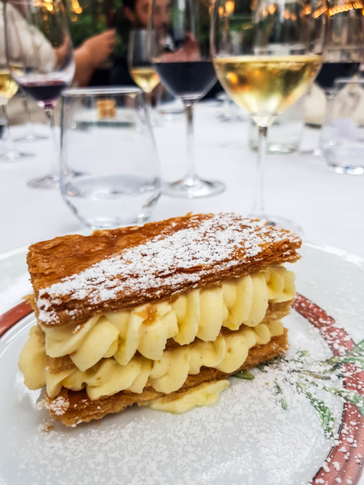 pâtisserie en dessert millefeuille au Restaurant La closerie des lilas