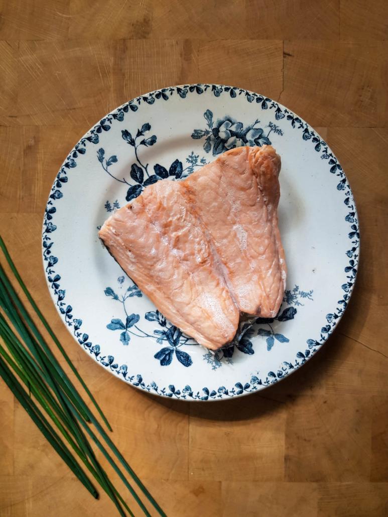 Saumon frais cuit à la vapeur et ciboulette