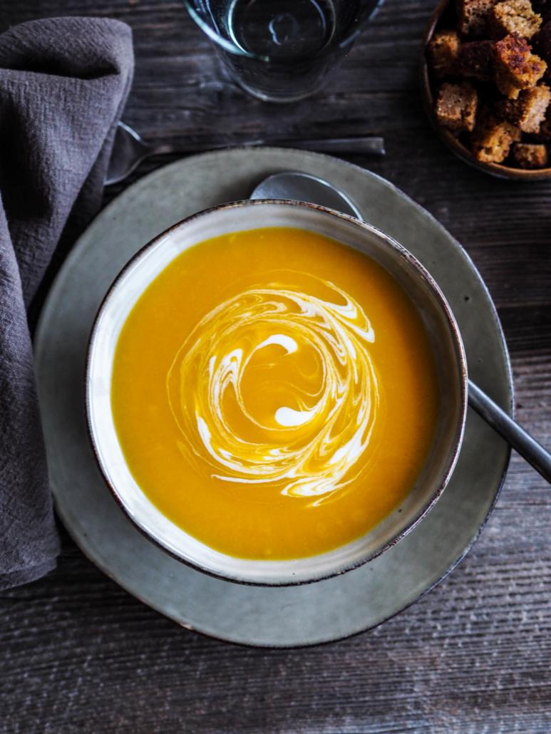 soupe potiron avec un trait de crème fraîche