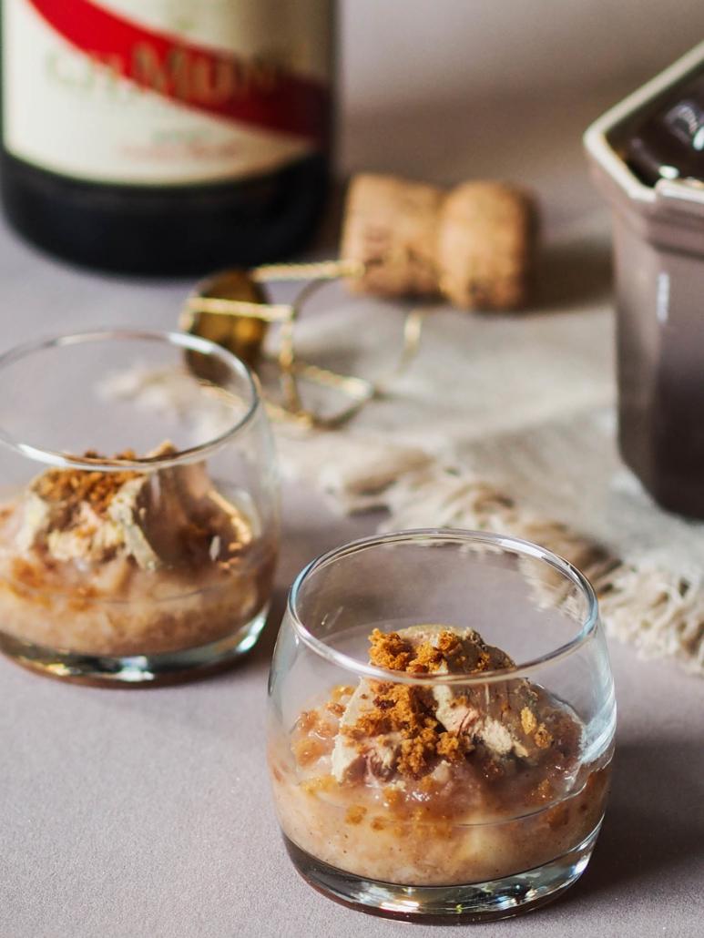 Verrine de foie gras, compotée de poires, pain d'épices maison