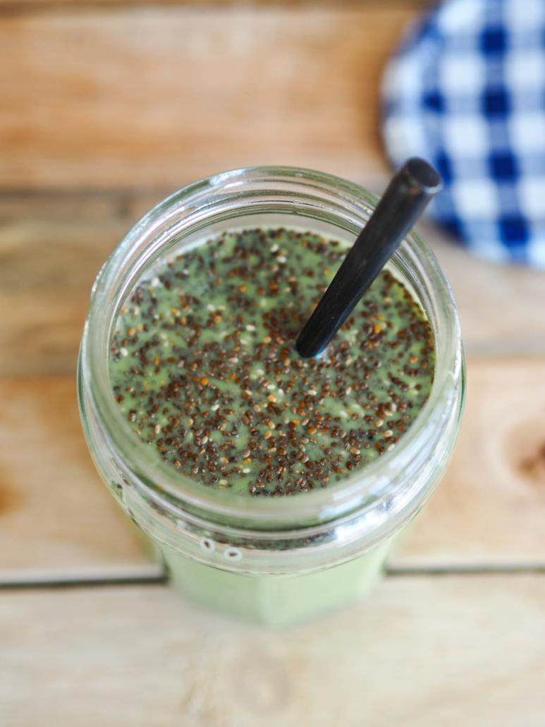 chia, matcha et lait végétal