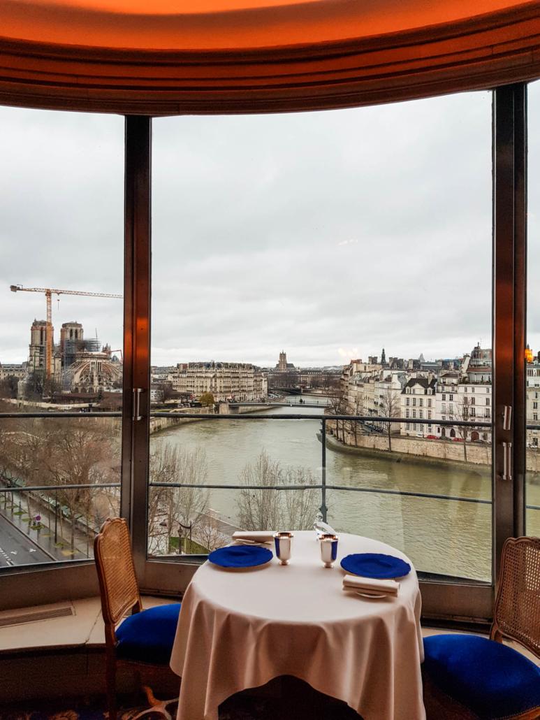 restaurant étoilé de Paris la Tour d'Argent vue sur Notre Dame