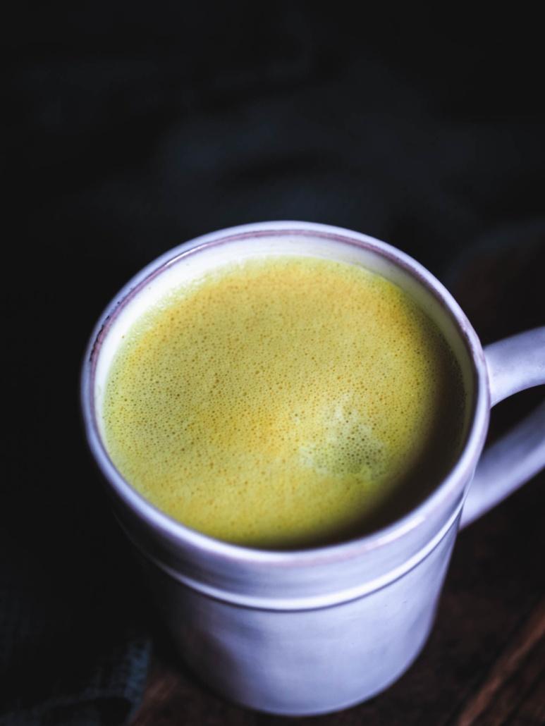 golden latte boisson curcuma, gingembre lait végéral