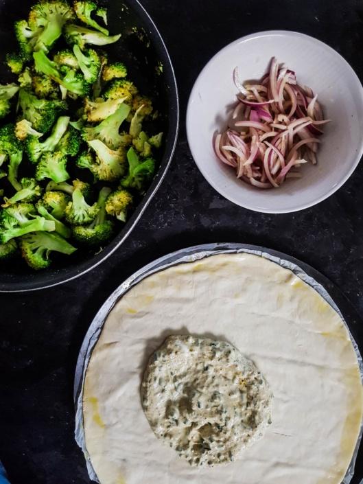 pizza sauce fromage blanc moutarde et ciboulette et légumes