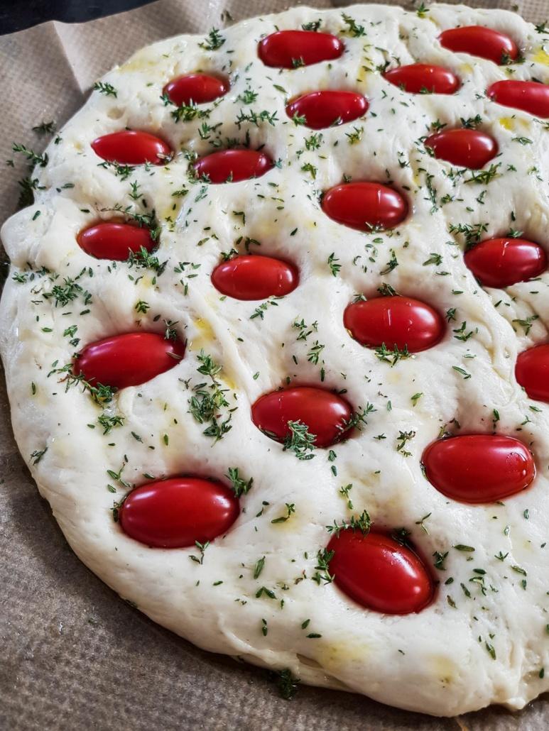 Focaccia aux tomates cerises et thym frais