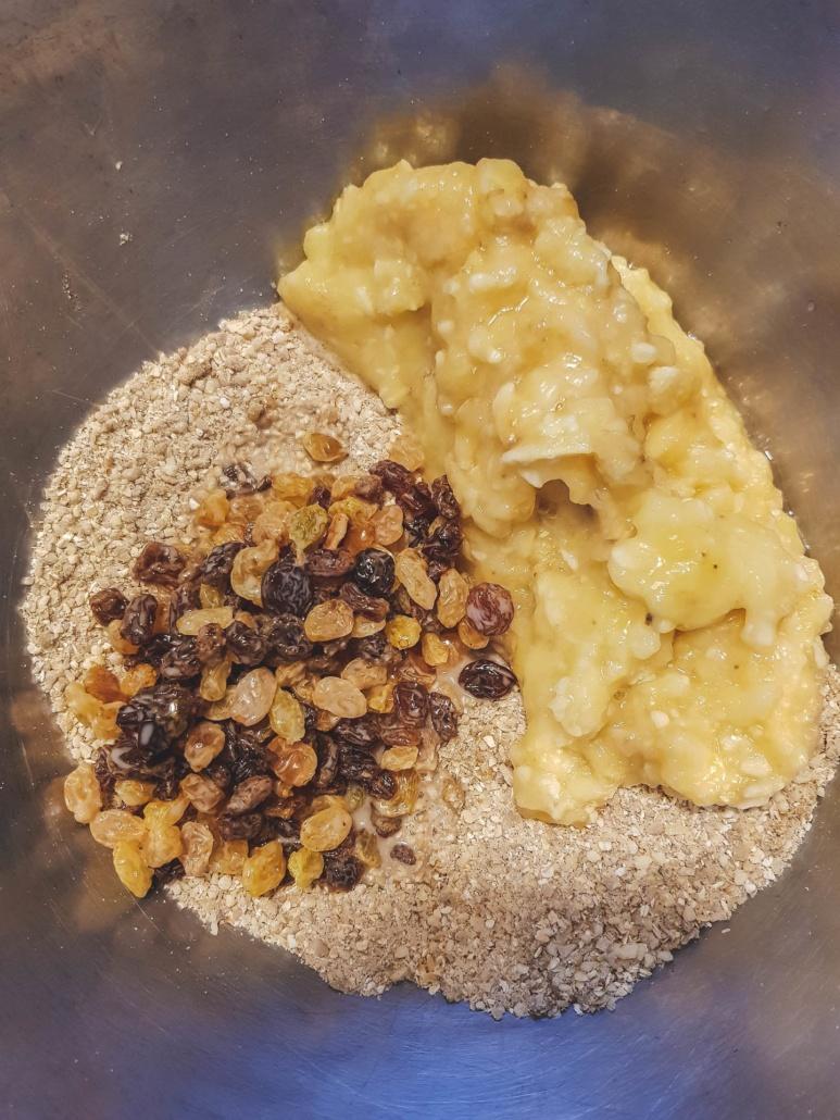 on ajoute les raisins et la banane