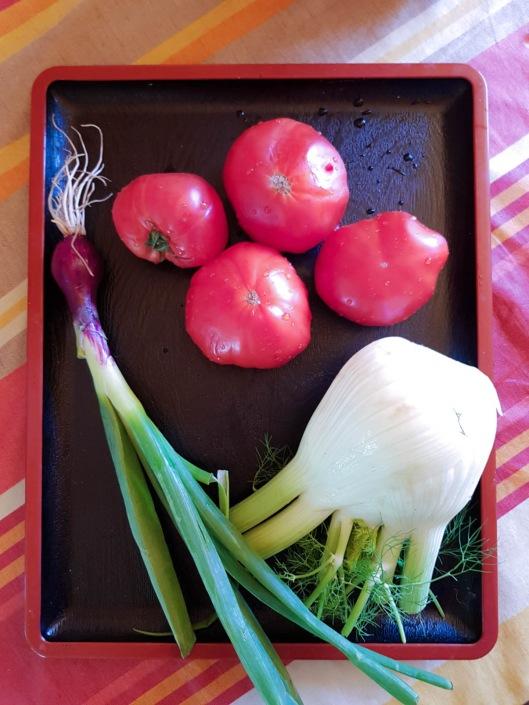 légumes de saison tomate, fenouil et oignon rouge