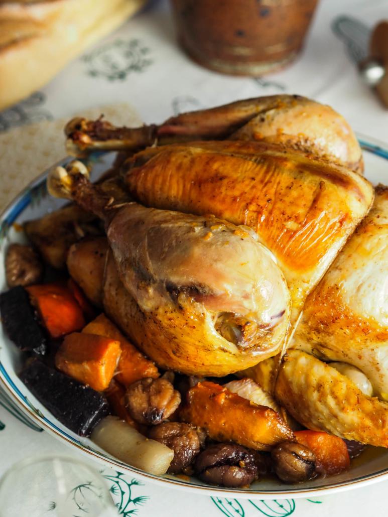 chapon rôti aux légumes d'hiver à Noël