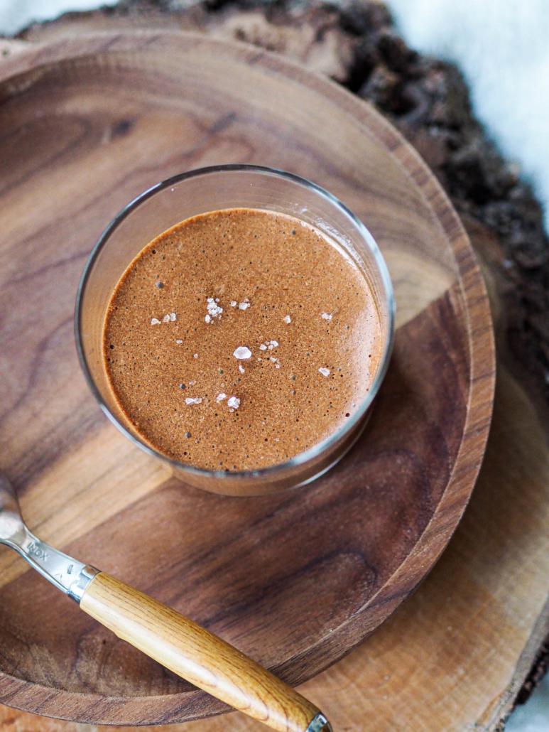 mousse gourmande au chocolat au lait et chocolat noir, fleur de sel