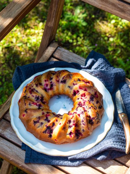 the best yogurt cake recipe ever, with berries